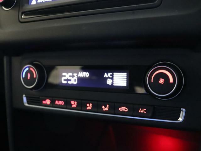 車内の空調はオートエアコンにお任せください♪