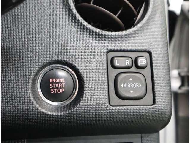 スマ-トエントリ-&スタ-トシステム:スマ-トキ-を携帯していれば、キ-を取り出す事無く、ドアの解錠・施錠が出来ます。ブレ-キを踏みながらパワ-スイッチを押すだけで、エンジンが始動します。