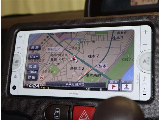 トヨタ純正SDナビ搭載。地デジチュ-ナ-付ワンセグでTV見れます。