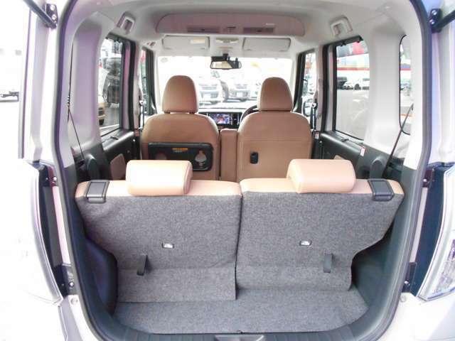 リヤラゲッジスペース、荷物の大きさで、リヤシートが前後にスライドできます。