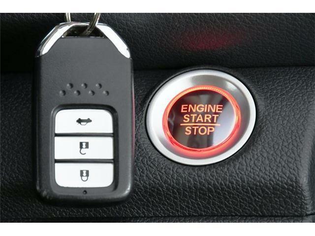 スマートキータイプなので鍵をいちいち取り出さなくても持ってるだけで鍵の開け閉めやエンジンスタートが可能です☆