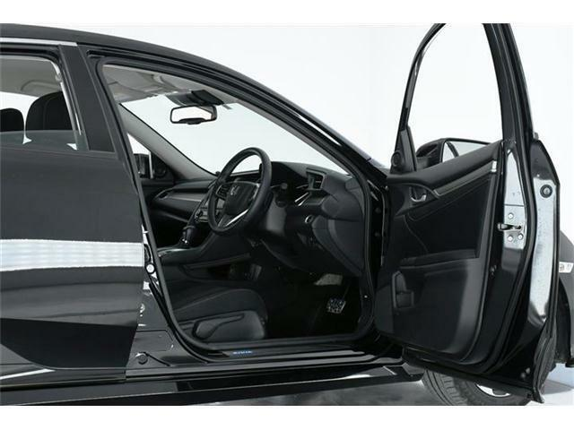 HONDAの心から運転が楽しめるをテーマに設計されているだけあってストレスを感じない空間の広さがあります。