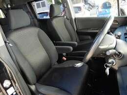 体を包み込む形のシートなので、長時間運転しても疲れません。