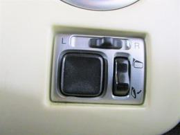 ★ポイント5鈴鹿店では新型コロナウィルスの対策としてショールームや車内の定期的な換気、ハンドルカバー取付けもおこなってます♪体温計やアルコール除菌、マスク、商談机にはアクリル板も設置しております♪