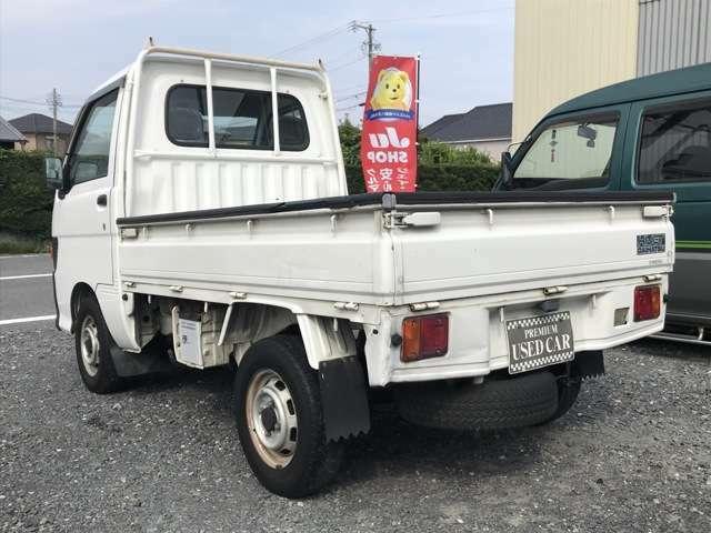 当店は鈴鹿市南玉垣町のドン・キホーテの近くで営業しております。車両は当店から歩いて2分の第3展示場にて展示しております。店舗から見える距離ですので店舗に来ていただいてOKです。