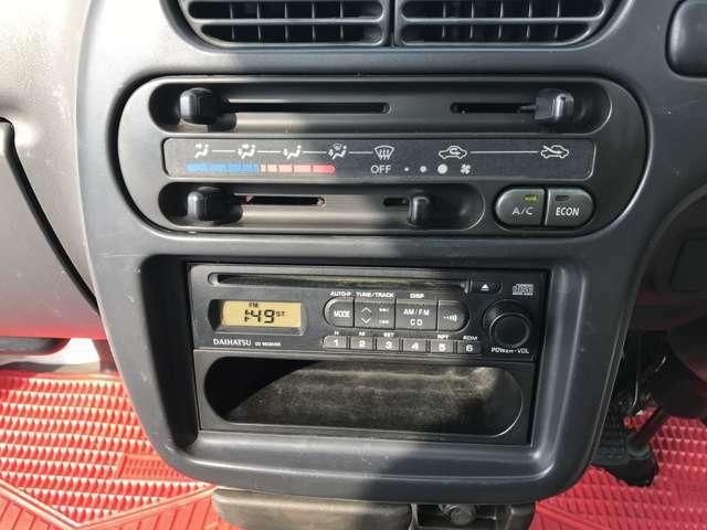仕入れ時は純正ラジオが付いていましたが今時ラジオだけでは...と思いダイハツ純正CDプレーヤーを取り付けましたので気持ち良くドライブできます
