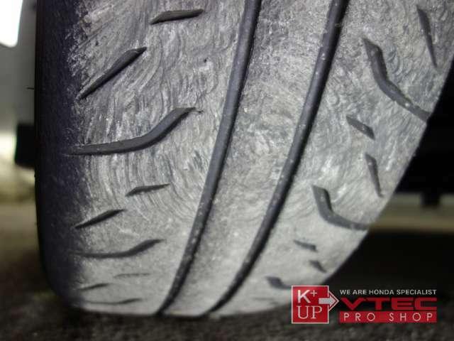 タイヤ溝も使用可能レベルです。消耗後のタイヤ交換も是非当店にお任せ下さい!タイヤ価格にも自信あり!!用途にあったタイヤをご提案させて頂きます。
