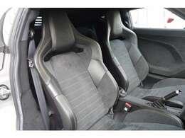 OPTIONのスパルコ製アルカンタラスポーツシートを装着しております。
