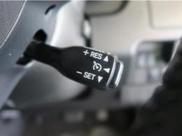クルーズコントロールが装備されてます。自動車専用道路で一定速度で走行できます。