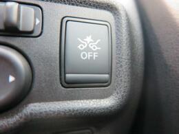 エマージェンシーブレーキ『渋滞などでの低速走行中、前方の車両をレーザーレーダーが検知し、衝突を回避できないと判断した場合に、ブレーキが作動。追突などの危険を回避、または衝突の被害を軽減します。』