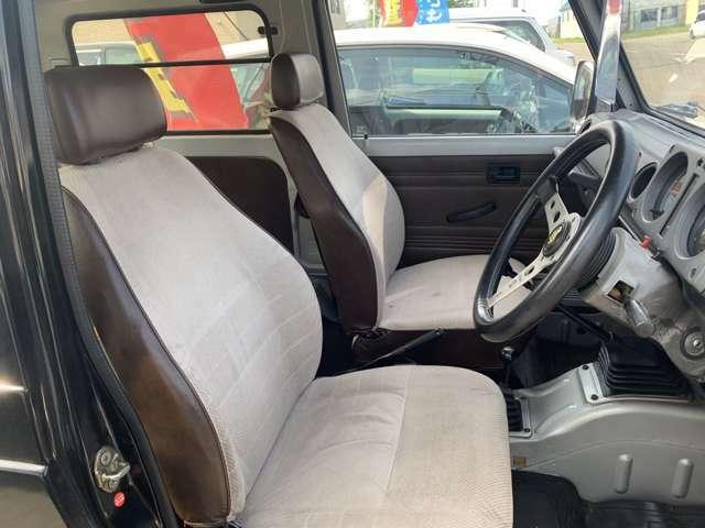 運転席シート 別途シートの張替えも可能です。