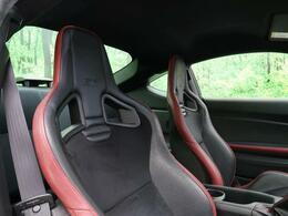 【tS専用RECAROシート】RECARO製バケットタイプフロントシートが装備されております。
