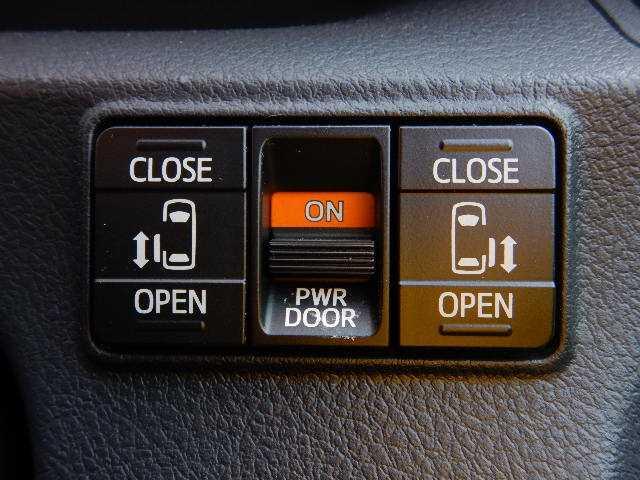 ☆当社の品質管理ではAIS検査資格を持つ8人のスタッフによる300項目以上のチェックを行い、プロの目でお客様の安心のために車輌状態をこと細かに調べあげます!