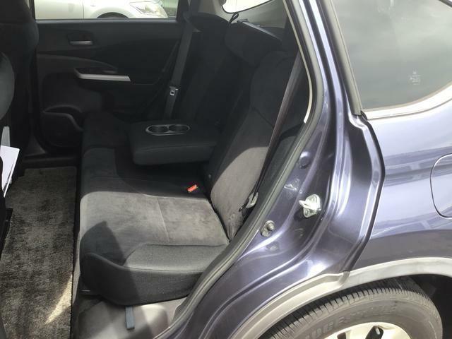 リヤシートはコンパクトカーならではの3人掛けです。