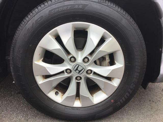 今や純正でも秀逸なデザインの純正17インチアルミホイール!タイヤサイズは225/65R17になります。