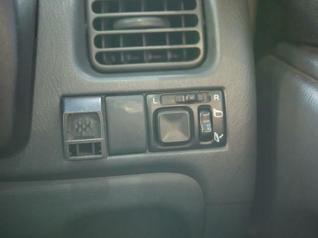 電動格納ドアミラーに換装されております