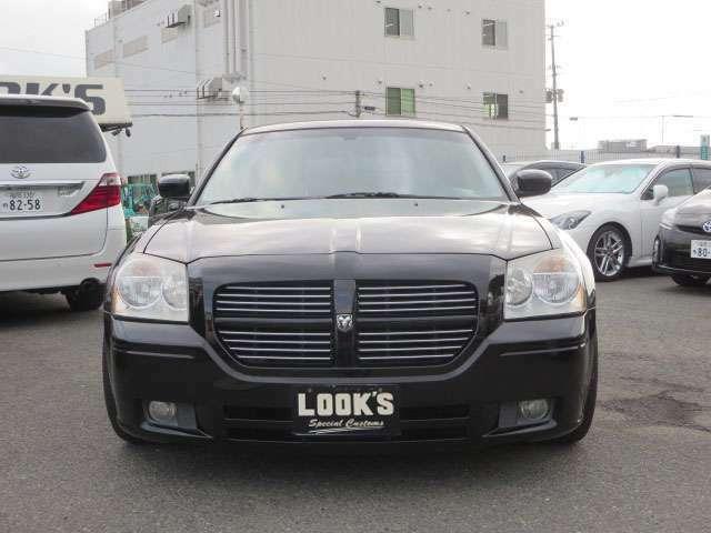 福岡輸入車専門店LOOK'Sでは、初めてアメ車や輸入車をご購入されるお客様でも安心してご購入、そして快適なカーライフを送っていただけるようサポートさせて頂きます。
