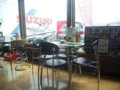 店内商談ルーム座席も複数用意しておりますので、ご家族で是非ご来店ください。