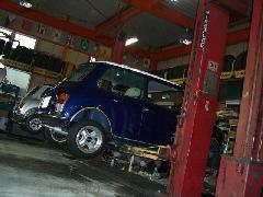 自社整備工場にてプロの目で愛車を整備させて頂きます。