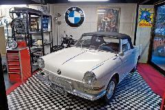 日本国内に数台の希少車BMW700Sカブリオレを展示しております。