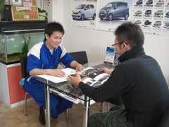店長の佐々木です!車検・整備・鈑金塗装を軸に、車両販売、買取りやレッカー等、車に関する全ての事を自社で行っております!