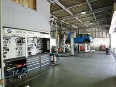 サービス工場を併設。BMW専用ツールと故障診断機を駆使し、急なトラブルにも即座に対応致します!