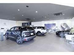 PEUGEOT成城リニューアルオープン!新しく生まれ変わった美しいショールームでゆったりとお車選びをお楽しみください。