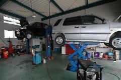 販売車輌にしっかりとしたメンテナンスができるように四国陸運局の認定工場をもっております。車検・修理もお任せ下さい。