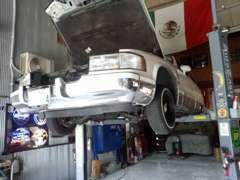 自社整備工場有。 他社でご購入の車の修理もお気軽にご相談下さい。貴方の車をアメリカ人整備士が仕上げます