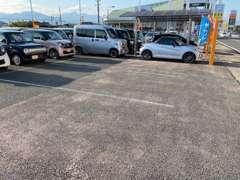 駐車場は湯の山街道沿いになり、四日市西郵便局の向かい側です!