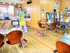 女性やお子様連れのお客様にもお気軽にご来店いただけるよう、カフェのような開放的で明るい空間をご用意致しました♪