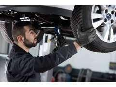 メーカーのトレーニングを定期的に受講しているメカニックが、上質のメンテナンスとサービスを提供しております。