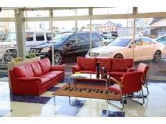 お客様との商談スペース!!ご来店、心よりお待ちしております。