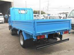車両外寸、長さ468cm、幅169cm、高さ199cm。 車両総重量4215kg  4ナンバー小型貨物登録のトラックです。