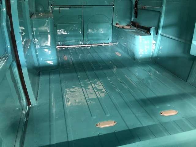 車両がコンパクトにも関わらず貨物室のスペースがとても広いのがFF車の利点です。