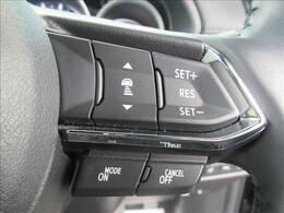 レーダークルーズコントロール装備レーダーやカメラを使って前を走るクルマの状況を検知して速度を調整してくれます。