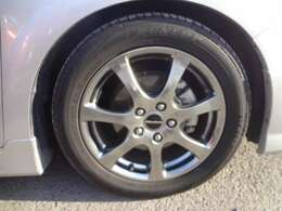 17インチモデューロアルミ&サス装着です。タイヤの残り溝もたっぷりあります。