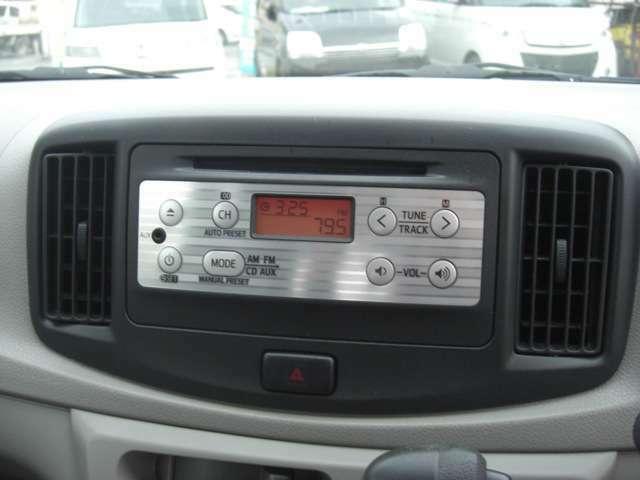 純正のAM・FM・CDデッキです♪お気に入りの音楽を聴きながら通勤・通学・お買い物にお出かけ下さい♪