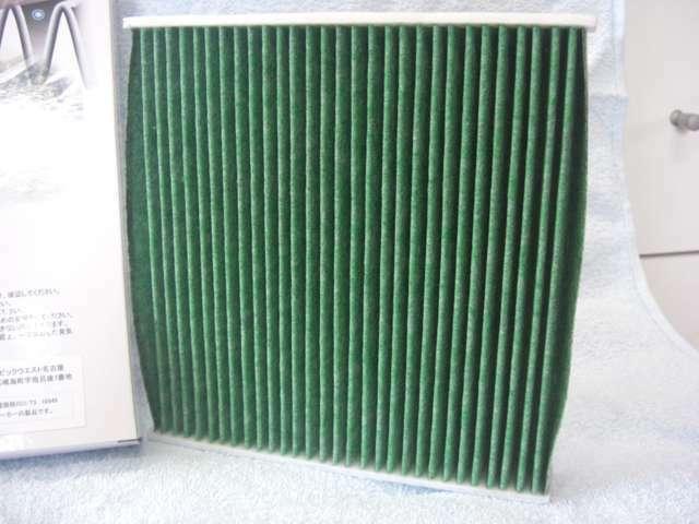 高集塵♪3層目に静電気を持たせたメルトブロー不織布を使用し、花粉や超微粒子を吸収捕集し車内への侵入を防ぎます。