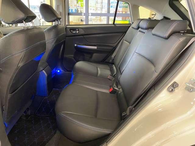 ミニバン並のゆとりを持たせたリアシートです♪ ドライバーだけではなく、同乗する家族やゲストもくつろげる空間をつくりあげました。ロングドライブを快適に楽しめるように、静粛性も徹底追求しています☆