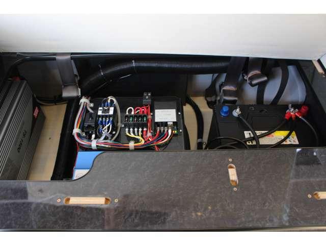 ツインサブバッテリー、走行充電、外部充電、外部電源、1500Wインバーター装備しております!追加架装もお任せ下さい♪