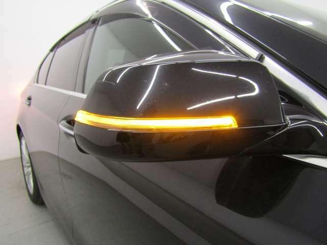 コンフォートアクセス・18インチAW・イカリング付HIDヘッドライト&ライトウォッシャー・LEDフォグランプ・スマートトランク・ウィンカーミラー付でエクステリアもキマってます!!