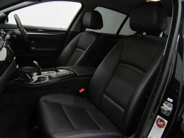 高級感漂うブラックレザーシートは、長時間のドライブでも疲れません!シートヒーター機能付で寒い日もすぐに温まります!!