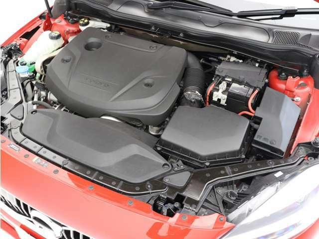 140kW(190ps)/400Nm(40.8kgm)を発生する洗練されたクリーンディーゼルターボエンジンが、燃料消費を抑えながらも力強い走りを生み出します。