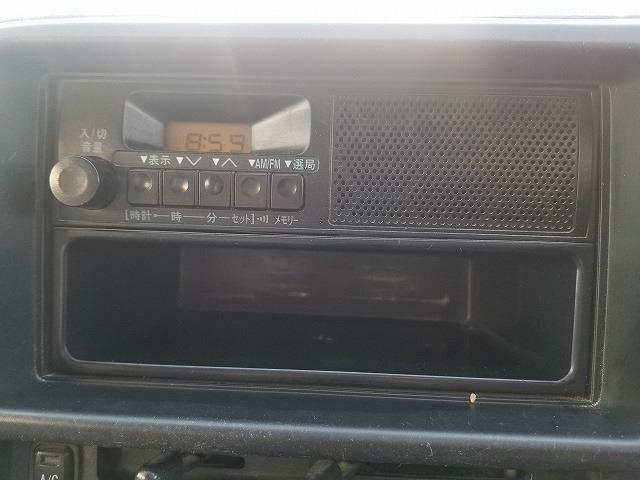 ラジオがついています。カーナビやドライブレコーダーなどの事もおまかせ!