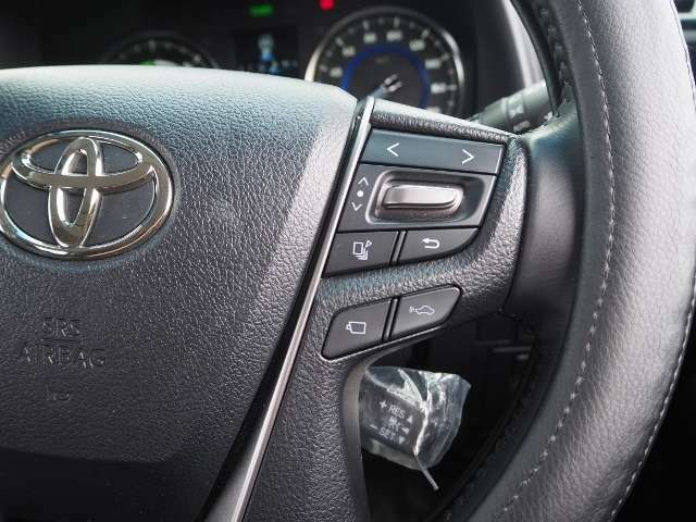 メーカーオプション★レーダークルーズコントロール(全車速追従機能付)高速道路で定速走行だけでなく、0km/hから約100km/hの広い範囲で先行車との車間距離を適切に保ちながら追従走行ができます。