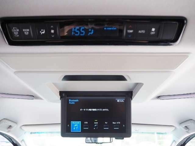 メーカーオプション☆12.1型リヤエンターテイメントシステム♪後席独立機能により、前席と後席で別々の音声を聞くことも出来ます。