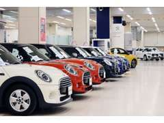 プジョー、BMW、MINI、フォルクスワーゲン、メルセデスベンツをはじめ豊富に展示・販売しています。