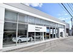ご購入車両の納車前点検、ご納車後のメンテナンスは徒歩3分のVolkswagen博多にてご対応させて頂きます。