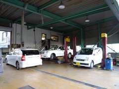 九州運輸局長認証工場持ってます!国家整備士常駐!